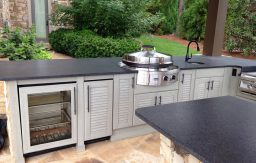 NatureKast outdoor kitchen with Evo